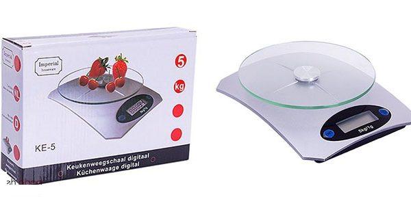 ترازوی دیجیتالی آشپزخانه توت فرنگی خرید اینترنتی ترازوی دیجیتالی آشپزخانه توت فرنگی  خرید ترازوی آشپزخانه توت فرنگی مدل KE-۵   ترازوی دیجیتالی آشپزخانه توت فرنگی, ترازوی آشپزخانه دیجیتال آمپریال Imperial KE5, خرید پستی ترازوی مدل توت فرنگی , خرید ترازوی آشپزخانه توت فرنگی مدل KE-5. خرید ترازوی دیجیتالی آشپزخانه توت فرنگی  قیمت : ۲۸۰۰۰ تومان ترازوی آشپزخانه توت فرنگی  ترازو اشپزخانه توت فرنگی امکان اندازه گیری آسان مواد غذایی را فراهم می کند. از آنجایی که در هنگام تهیه انواع کیک و شیرینی ترکیب و استفاده از مواد اولیه به میزان کاملأ صحیح و طبق دستور پخت ضروری می باشد،نیاز به داشتن وسیله ای برای اندازه گیری این مقدار دقیق بیش از پیش حس می شود. هم چنین افرادی که برنامه رژیم غذایی خاصی را دنبال می کنند با استفاده ازیک ترازوی کوچک دیجیتالی می توانند بر اساس برنامه غذایی شان به راحتی میزان وعده غذایی خود را اندازه گیری نمایند. ترازو آشپزخانه مدل توت فرنگی دارای صفحهی نمایش LED  است. ترازو آشپزخانه مدل توت فرنگی تمام انتظارات ما را از یک ترازوی آشپزخانه برآورده میکند و لذت آشپزی با کیفیت را برای ما فراهم میسازد.   ترازوی دیجیتالی آشپزخانه توت فرنگی, ترازوی آشپزخانه دیجیتال آمپریال Imperial KE5, خرید پستی ترازوی مدل توت فرنگی , خرید ترازوی آشپزخانه توت فرنگی مدل KE-5. خرید اینترنتی ترازو آشپزخانه دیجیتال Imperial KE۵  قیمت محصول : ۲۸۰۰۰ تومان   ترازو آشپزخانه دیجیتال Imperial KE۵  میزان و دقت وزن کشی در ترازو آشپزخانه دیجیتال Imperial KE۵ ، پنج کیلوگرم با دقت یک گرم در سه حالت پوند ، انس و گرم است . ترازو آشپزخانه دیجیتال Imperial KE۵ با طراحی عالی و کفه شیشه ای و دقت بسیار بالایی می باشد. این محصول دارای قیمت بسیار خوب و مناسب برای آشپزخانه و اندازه گیری دقیق می باشد.  ترازوی دیجیتالی آشپزخانه توت فرنگی, ترازوی آشپزخانه دیجیتال آمپریال Imperial KE5, خرید پستی ترازوی مدل توت فرنگی , خرید ترازوی آشپزخانه توت فرنگی مدل KE-5. خرید پستی ترازوی دیجیتالی آشپزخانه توت فرنگی مدل KE-۵  قیمت : ۲۸۰۰۰ تومان ترازوی دیجیتالی آشپزخانه مدل توت فرنگی  ترازوی  دیجیتال آشپزخانه توت فرنگی مدل KE-۵ امکان اندازه گیری آسان مواد غذایی را فراهم می کند. از آنجایی که در هنگام تهیه انواع کیک و شیرینی ت